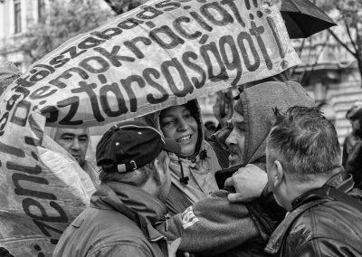 Kormányellenes tüntetés az Andrássy úton, az 1956-os forradalom és szabadságharc ünnepén