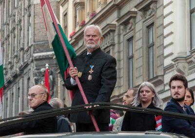 Vitéz Balog Barna, a Történelmi Vitézi Rend Pesti Törzsszékének kapitánya az 1956-os forradalom és szabadságharcra emlékező fáklyás emlékmeneten